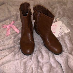 Disney LivandMaddie Brow faux Leather Boot 4 1/2